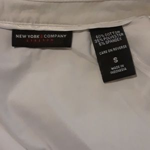 New York & Company Tops - 👠3 for $15/5 for $20👠New York & Co Button down